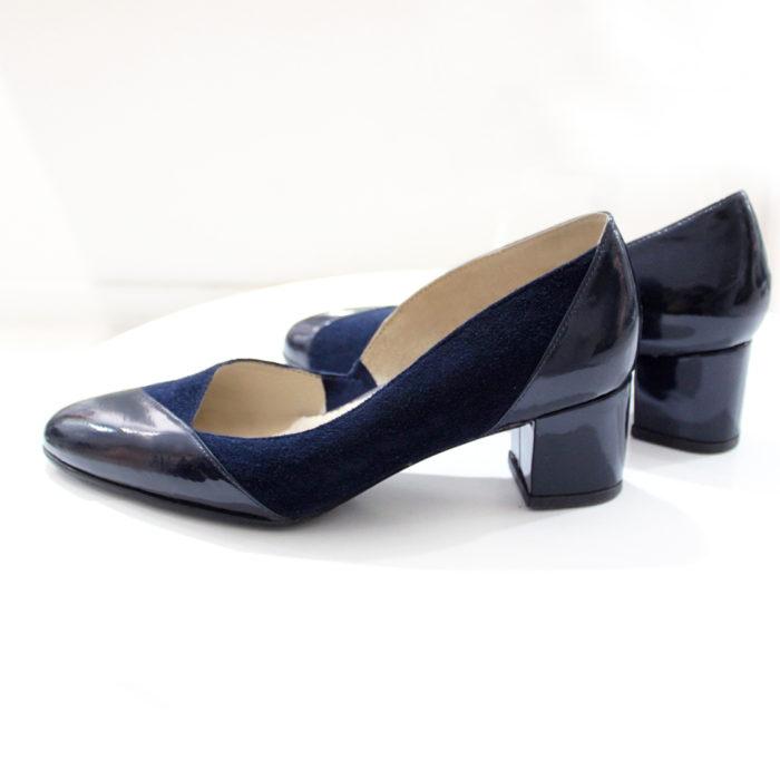 Pantofle na niskim słupku