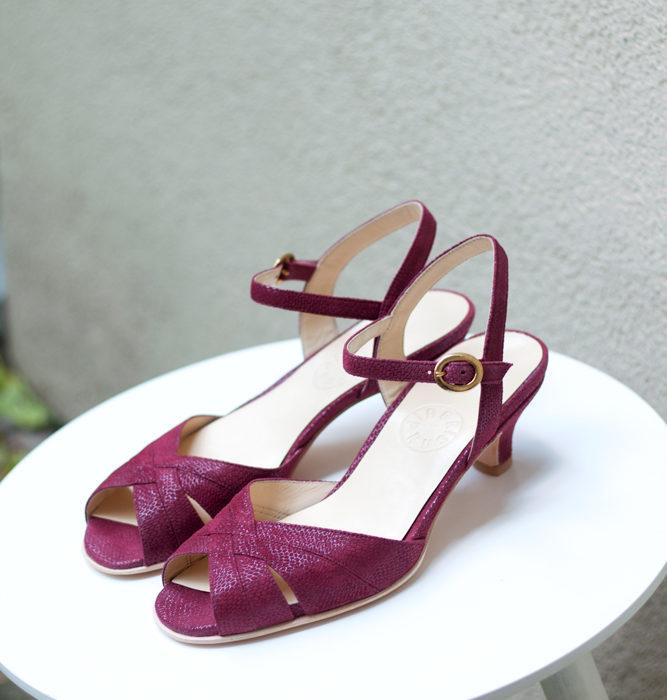 Sandałki plecione bordo